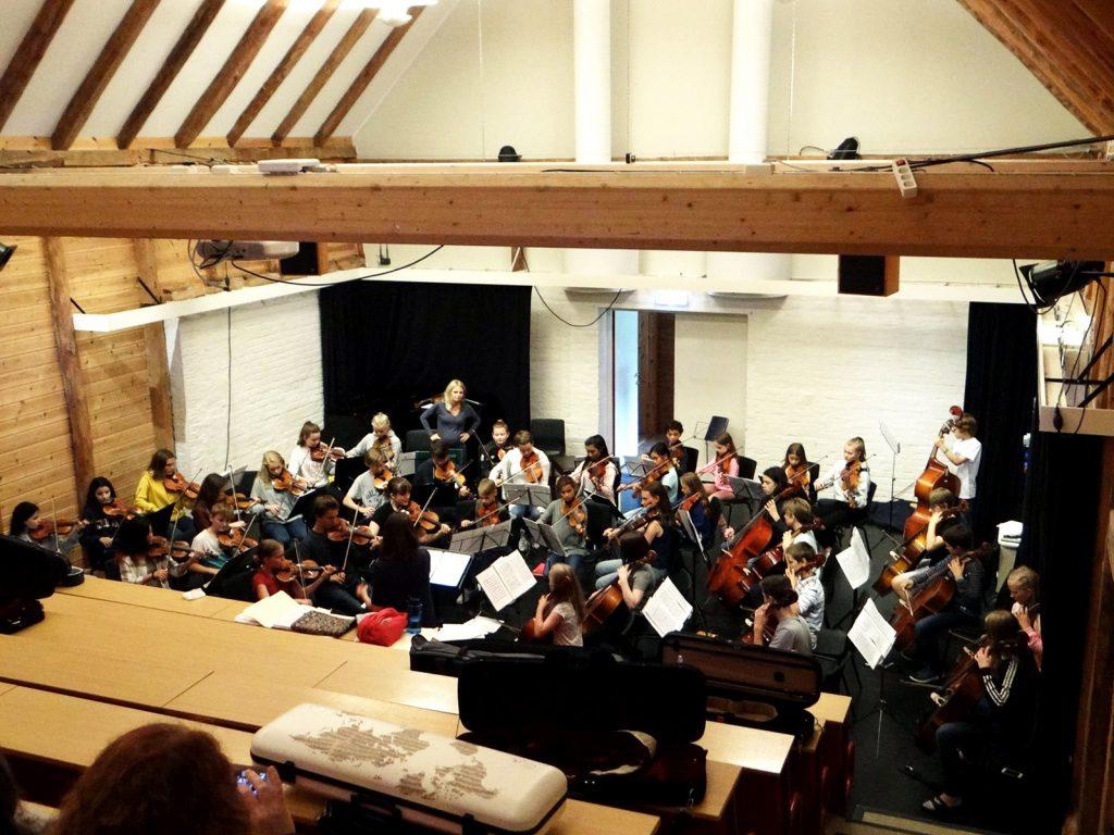 Ungdomsorkesteret i 2017 øver i Løa